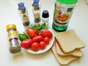 Paradiznikova-solata-s-hrustljavimi-koscki-toasta-1