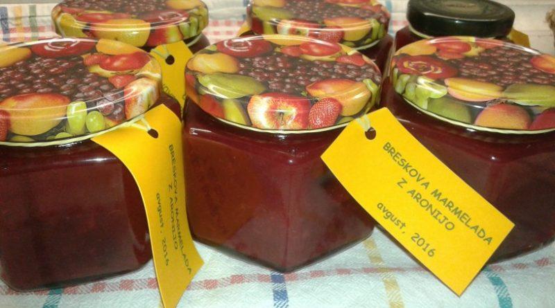 Breskova marmelada z aronijo