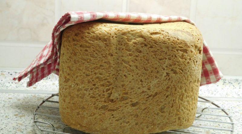 hitro-pripravljen polnozrnat kruh iz aparata za peko kruha