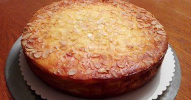 Skutina torta z mandlji