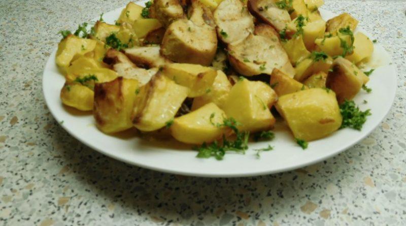 pecen puran s krompirjem v pecci