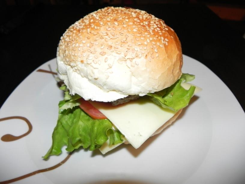 Domač hamburger z govedino