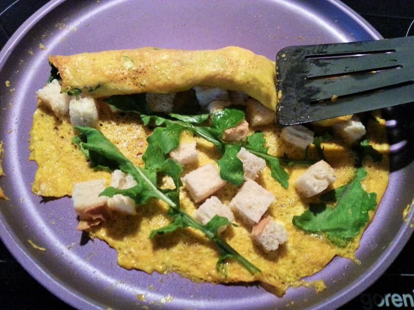 omleta-z-rukolo-in-hrustljavim-kruhom-7
