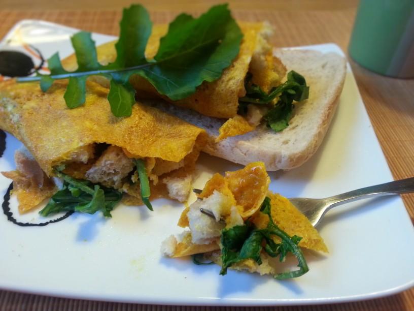 omleta-z-rukolo-in-hrustljavim-kruhom-8