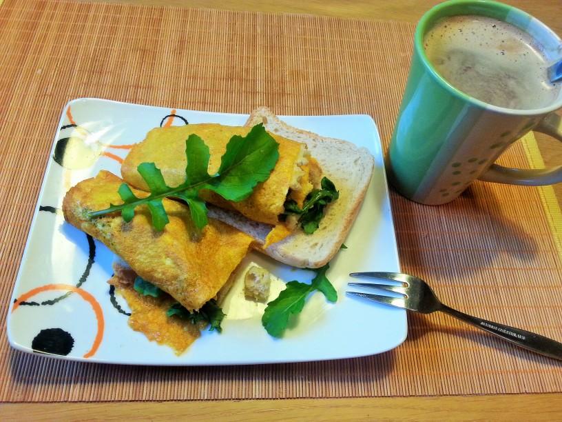 omleta-z-rukolo-in-hrustljavim-kruhom-9