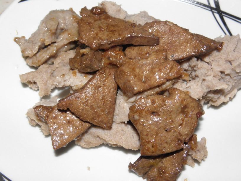 najboljsi-ajdovi-zganci-s-prazenimi-svinjskimi-jetrci