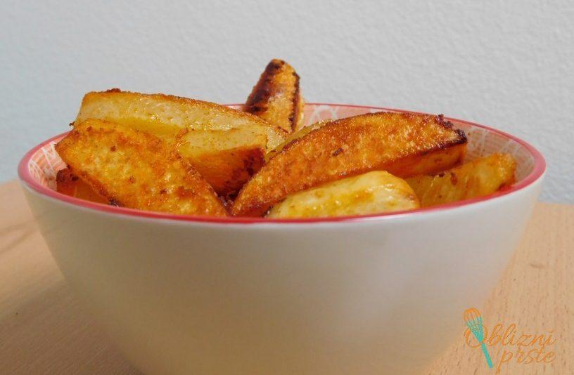 pecen-krompir-z-dimljeno-rdeco-papriko