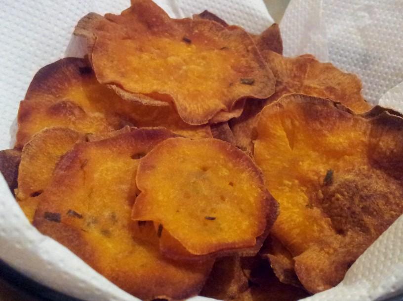 Hrustljav-cips-iz-sladkega-krompirja