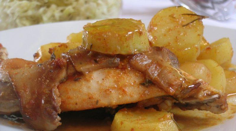 kuncja-stegna-s-krompirjem-in-jurcki-v-pecici-11