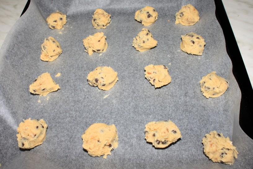 Okusni in rahli piškoti z orehi in koščki čokolade