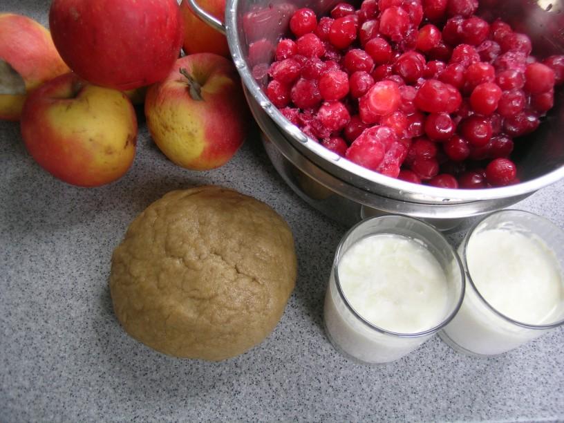 visnjevo-jabolcna-pita-s-kefirjem-1
