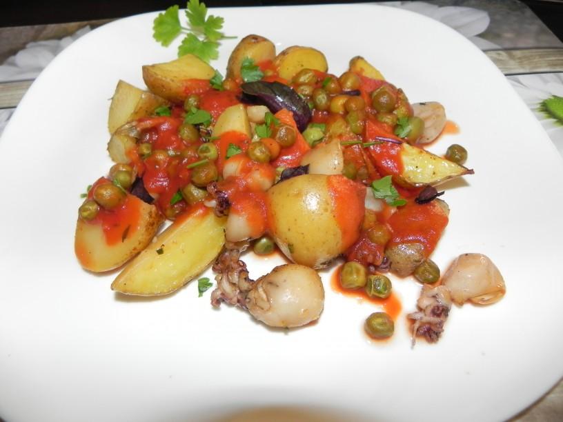Pečena sipa s krompirjem in grahom