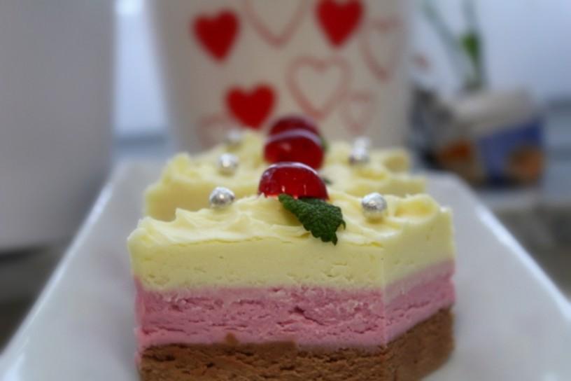 cheesecake-z-rjavo-in-belo-cokolado-in-aromo-visnje-12