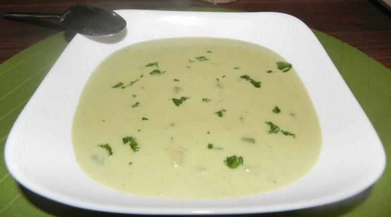 Domača kremna špargljeva juha