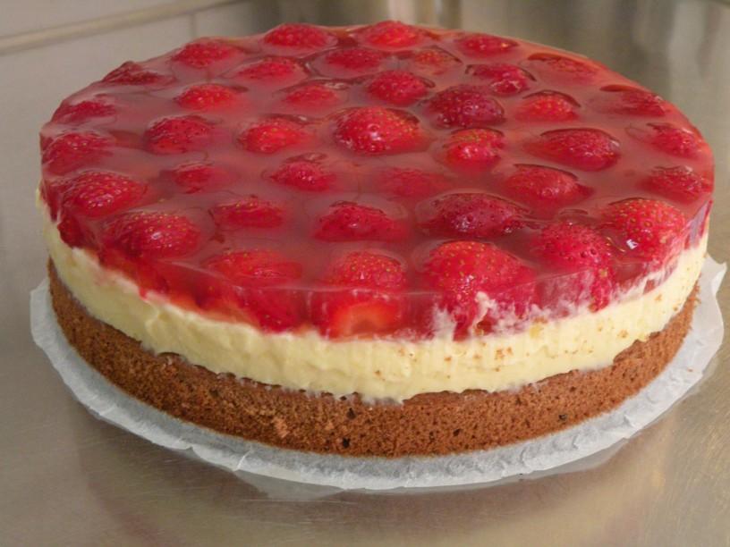 jagodna-torta-z-vaniljevo-kremo
