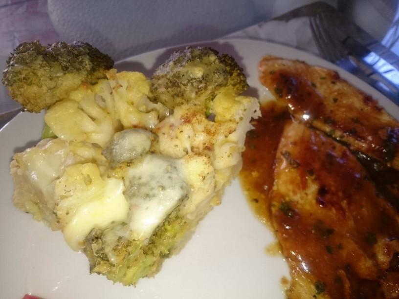 Slastna gratinirana cvetača in brokoli