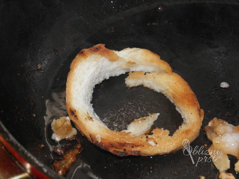 Pečena jajčka v skorji kruha 1