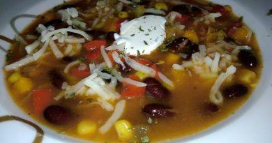 Domaca zelenjavna minestra z rebri