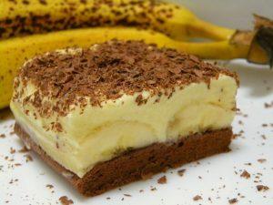 Bananina rezina z vaniljevo skutino kremo