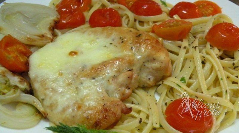 piscancja-prsa-z-mozzarello-na-linguinih-z-zelisci