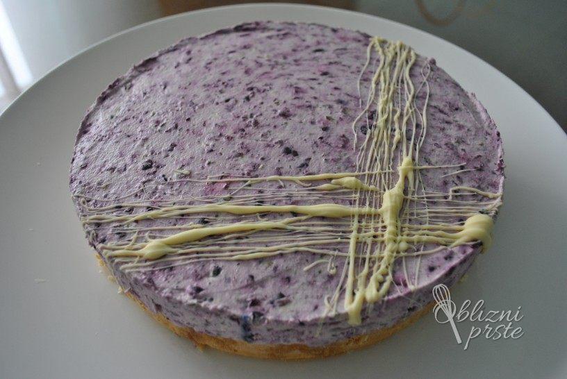 osvezilna-borovniceva-mascarpone-torta