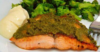 losos-pecen-v-ponvi-s-pestom-brokolijem-lchf-keto