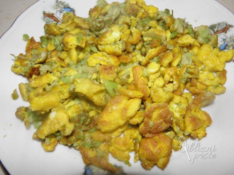 Umešana jajca z avokadom
