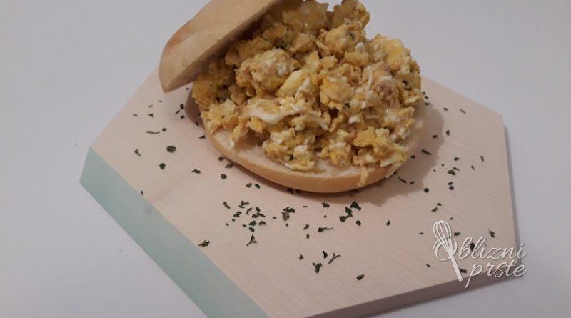 umesana-jajcka-s-tuno-2