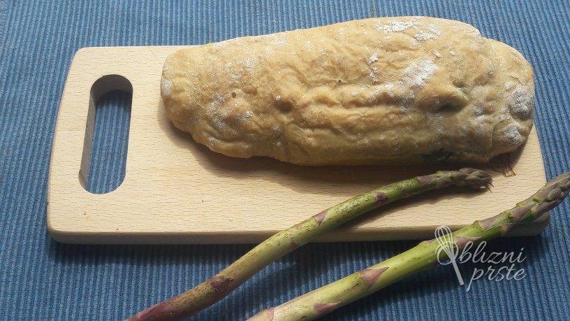 kruh s šparglji