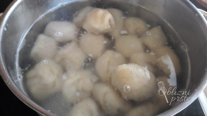 marelični cmoki iz pirine moke brez jajc