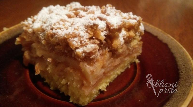 jabolčna pita s kokosom