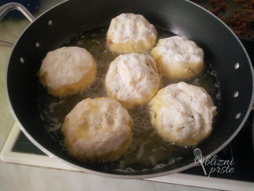 krompirjevi cmoki z mesno sredico