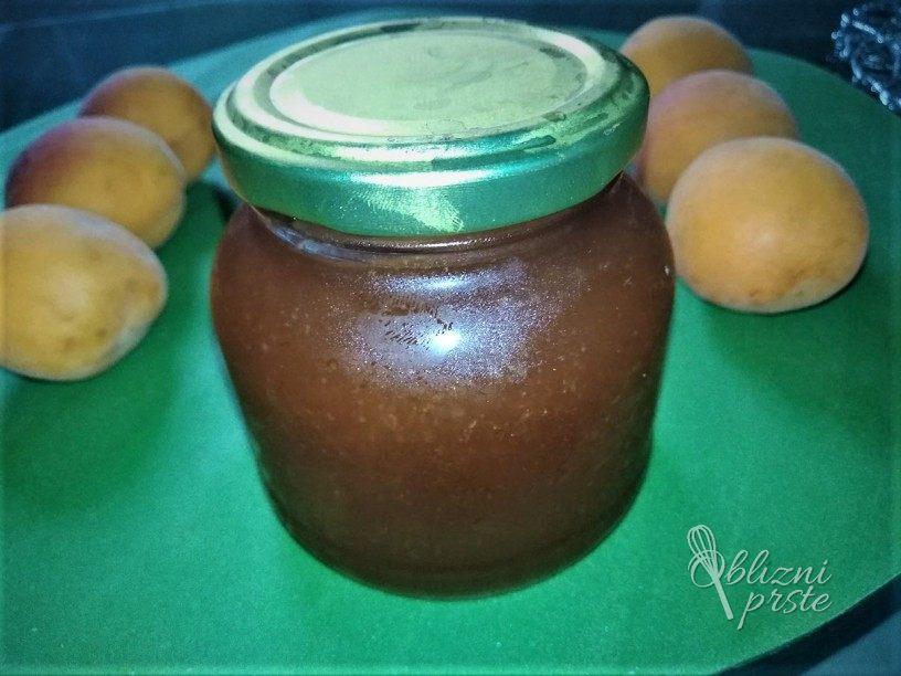 Marelicna marmelada brez zelirnega sladkorja
