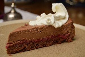 Čokoladna torta z mascarpone sirom in višnjami na hitro