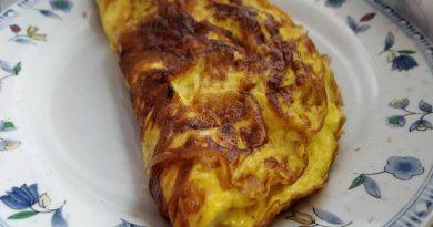 Jajčna omleta s suho salamo