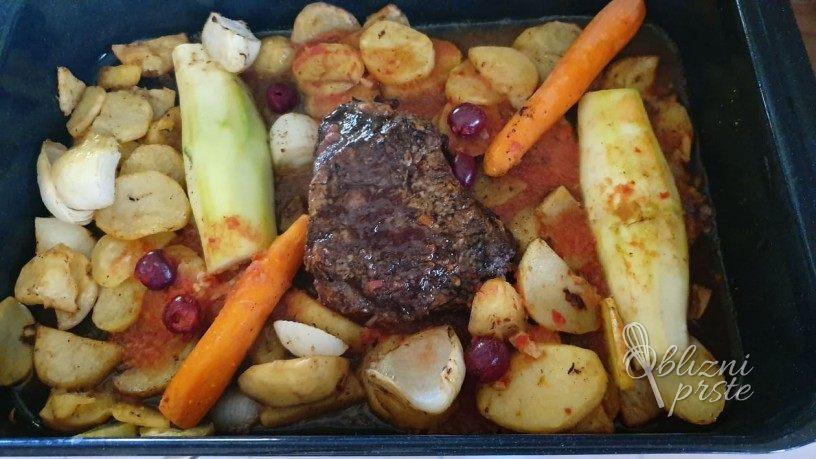 Socna vratovina s krompirjem in zelenjavo
