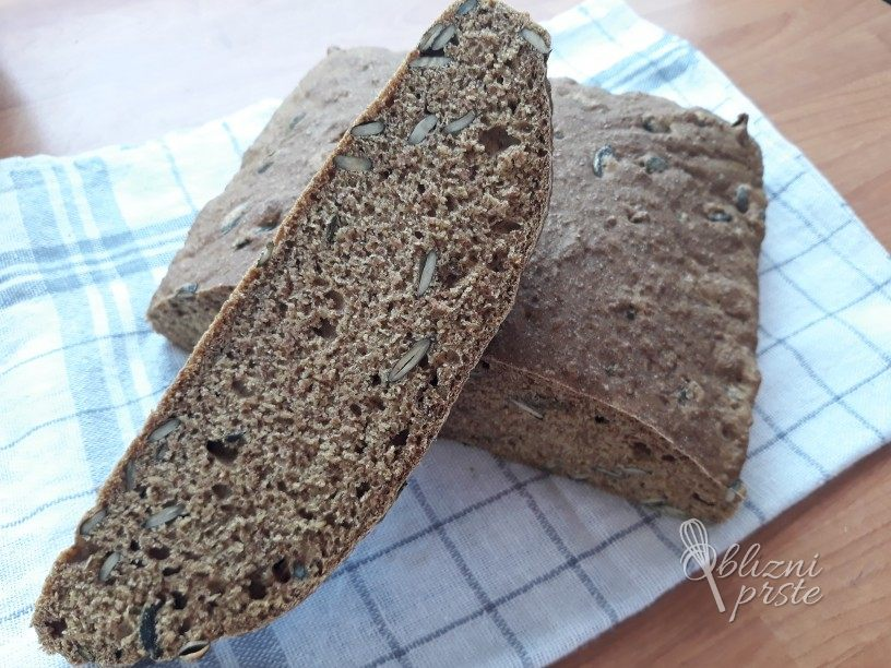 pirin-kruh-z-bucnimi-semeni-6