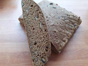 pirin-kruh-z-bucnimi-semeni-7