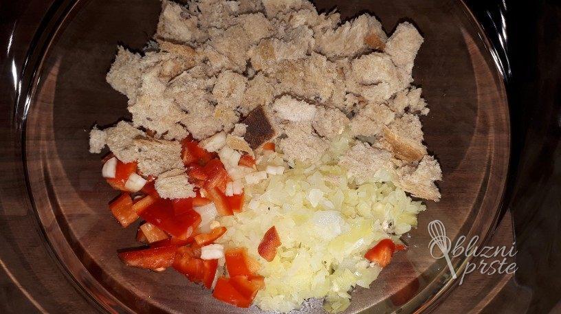 Okusne mesne polpete z rdeco papriko in buckami
