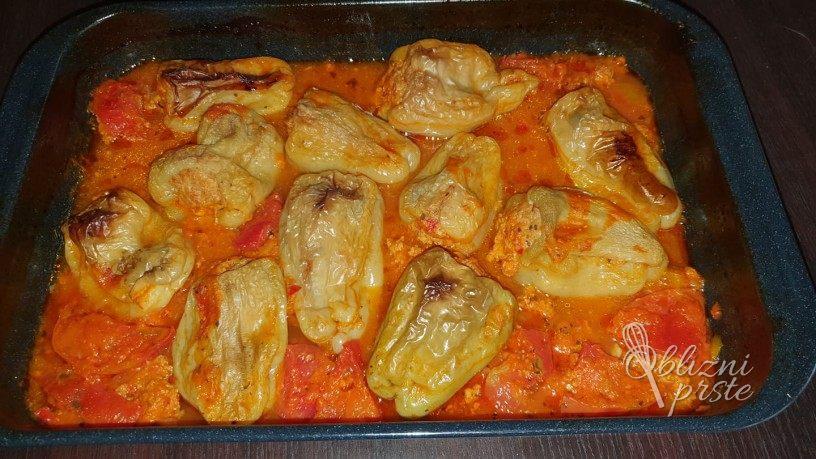 Drugacne polnjene paprike v socni omaki