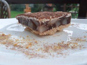 Kremast hruškov kolač brez peke