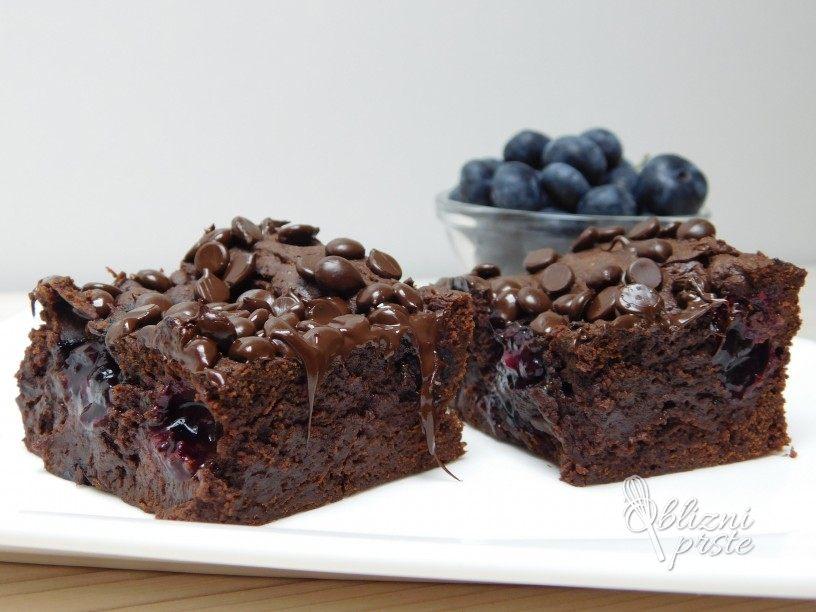 Čokoladni browniji z borovnicami