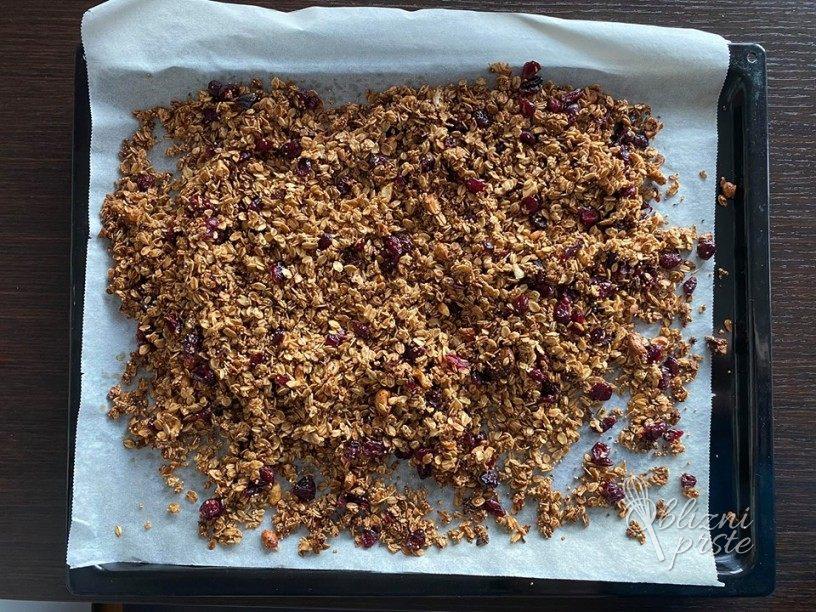 Zdrava granola za hiter zajtrk