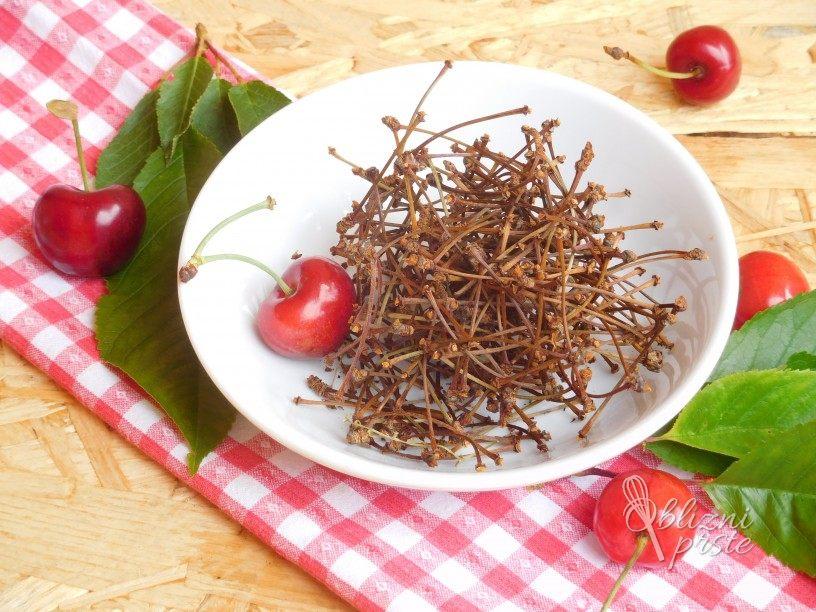 Sušenje pecljev češenj za čaj
