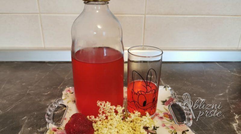 Bezgov sirup z jagodami