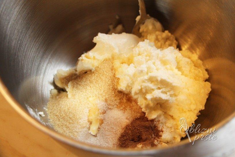 Borovničeva sladica v kozarčku