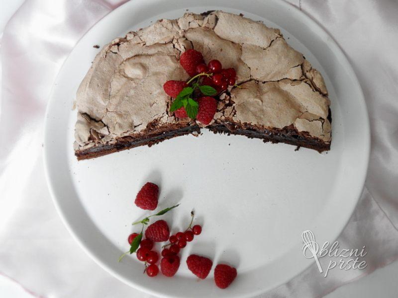 čokoladno malinova torta z meringo