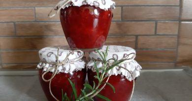 Jagodna marmelada z rožmarinom
