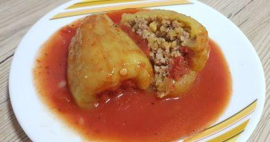 Polnjena paprika z mletim mesom in lečo