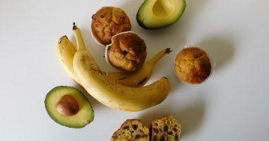 Bananini mafini z avokadom in koščki čokolade
